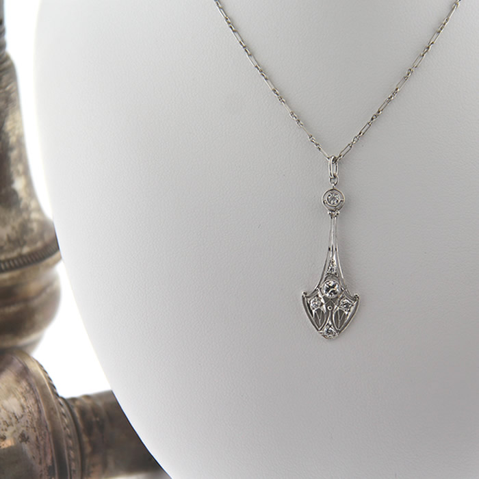 Edwardian Platinum and Diamond Pendant Necklace - Click Image to Close